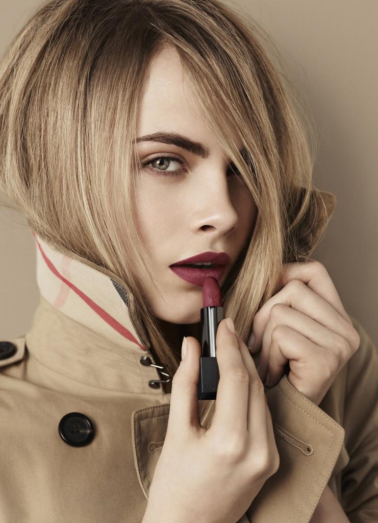 Cara Delevingne er fast modell for Burberry.