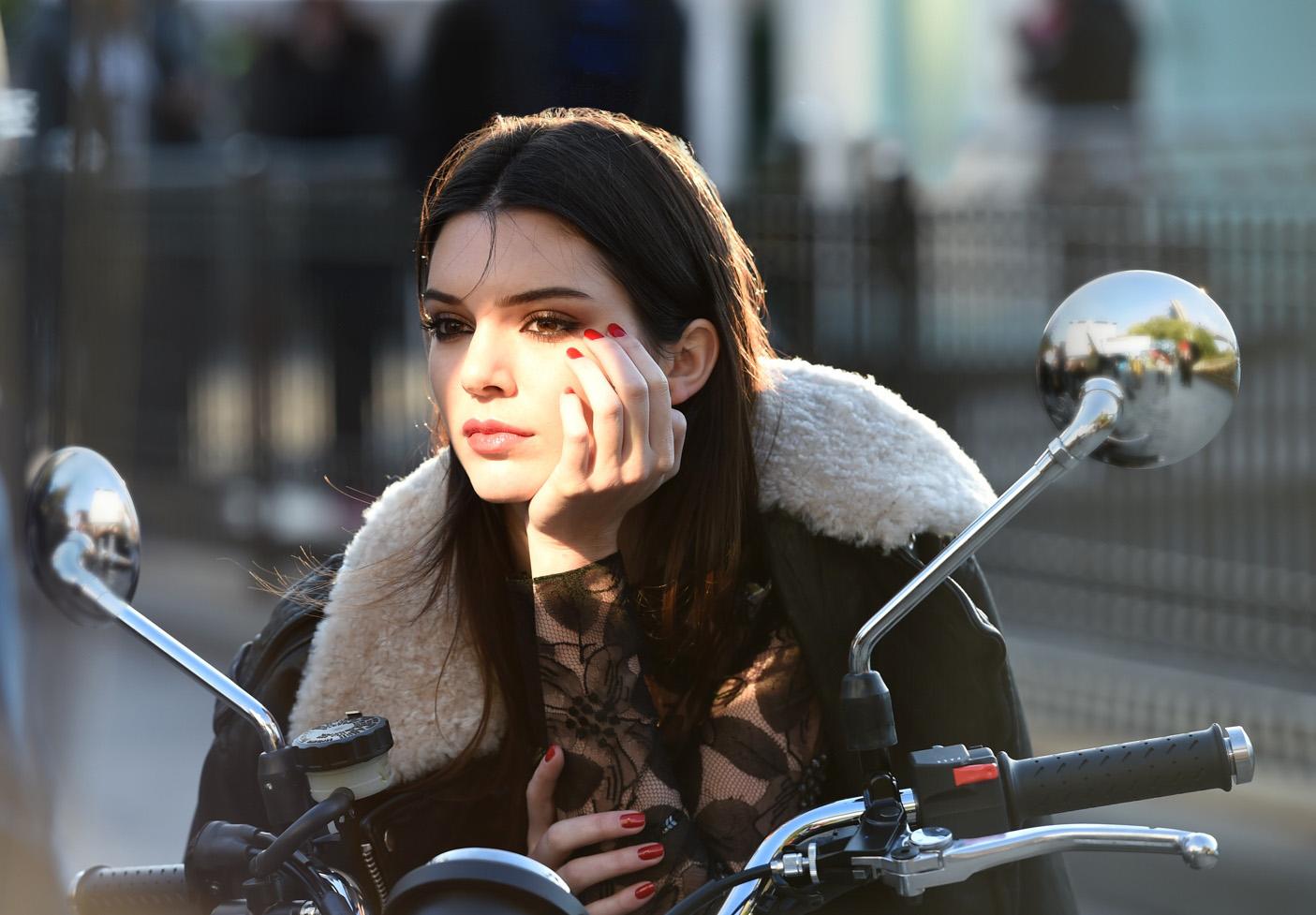Estée Lauder hyrer Kendall Jenner