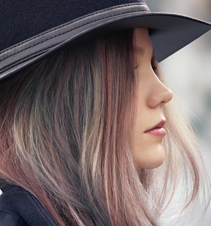 Wellas farge Instamatic gir svake hint av rosa, lilla, blått, metallisk grått og grønt i håret.